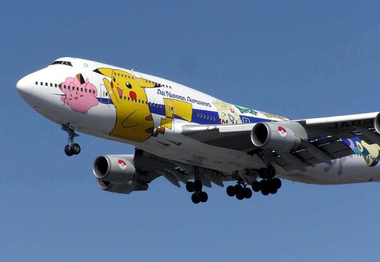 Symbolbild Flugzeug mit Pokemon